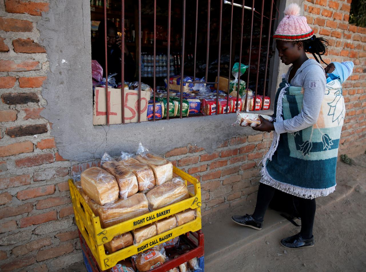 U.N. raises aid appeal for Zimbabwe to $331.5 million, many face starvation