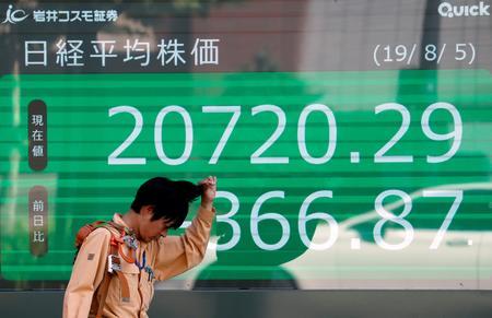Asian stocks turn lower on lingering trade war fears, yuan slips