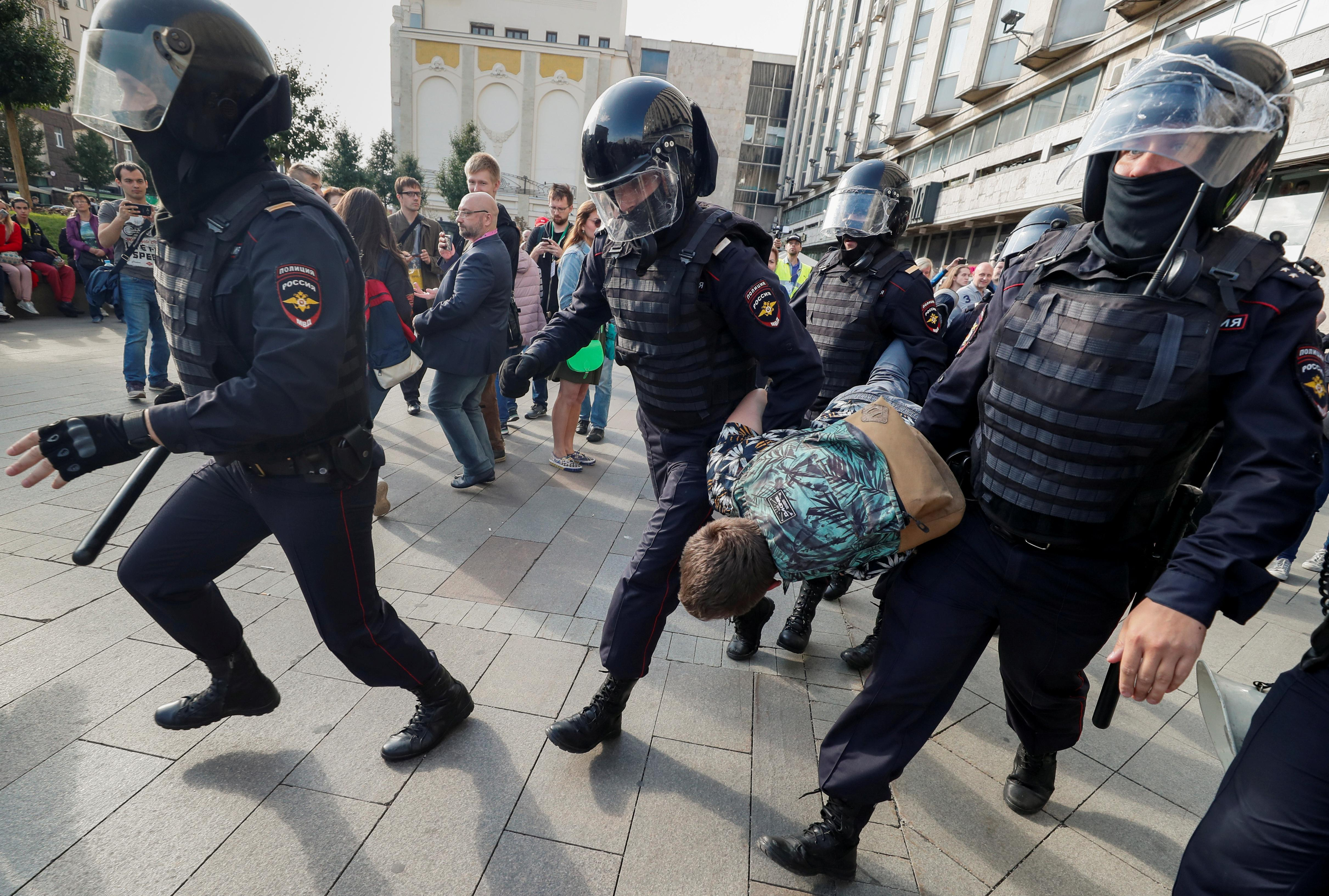 Russia upholds bar on Kremlin critics despite protests