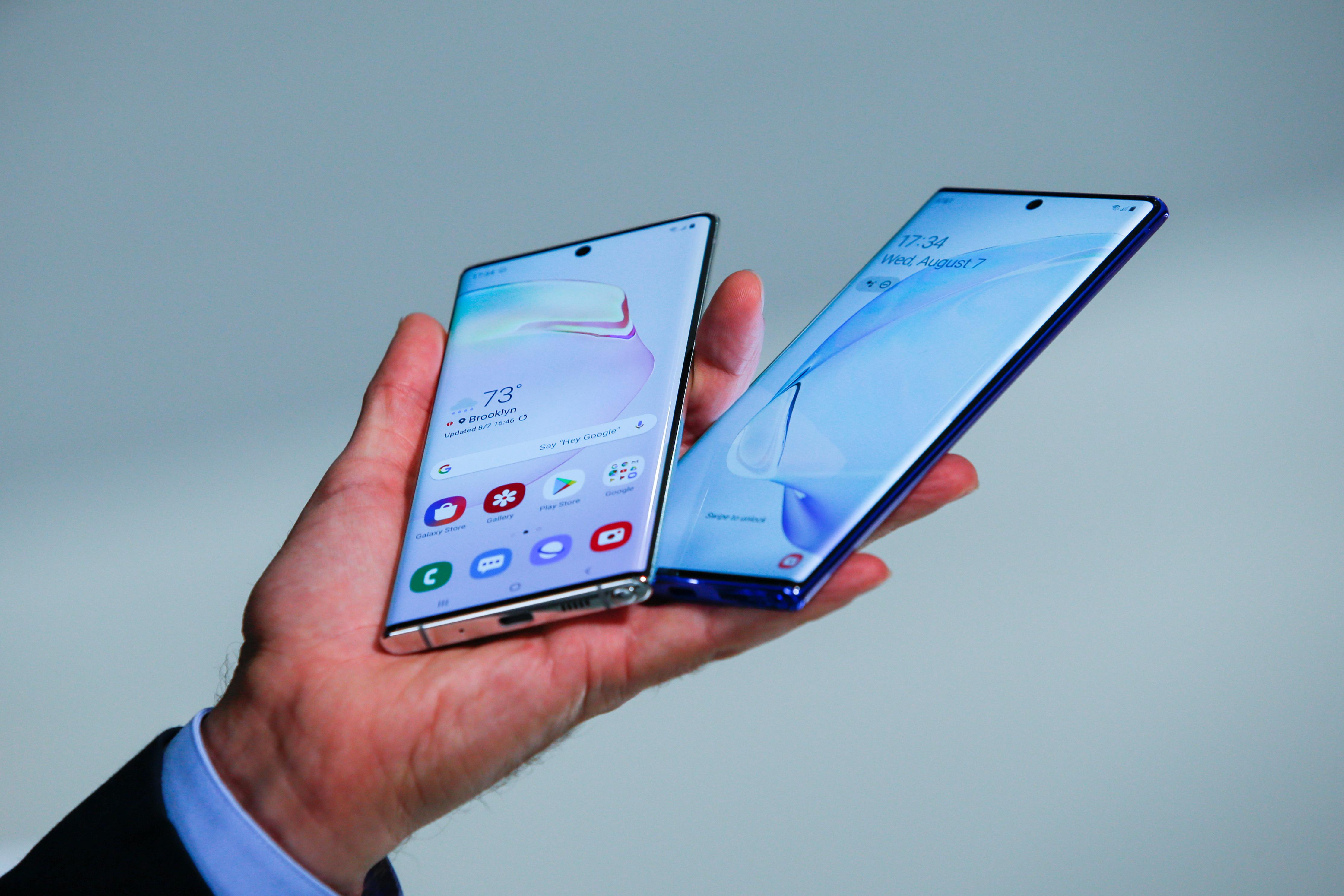 Samsung's new Note takes on Huawei in selfie beauty pageant - Reuters
