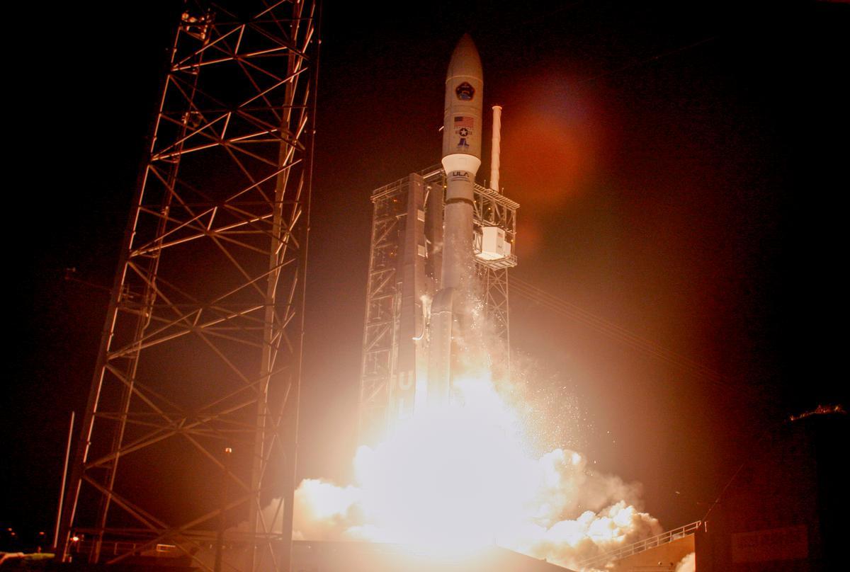 Die vuurpyl van die Verenigde Launch Alliance ontplof vanaf Florida met die lugmagkommunikasie-satelliet