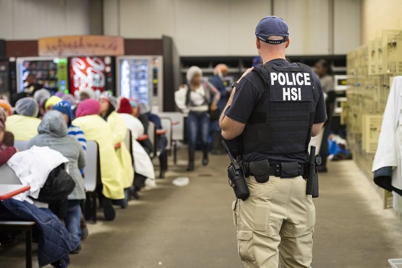 U S  immigration agents arrest 680 workers at Mississippi plants