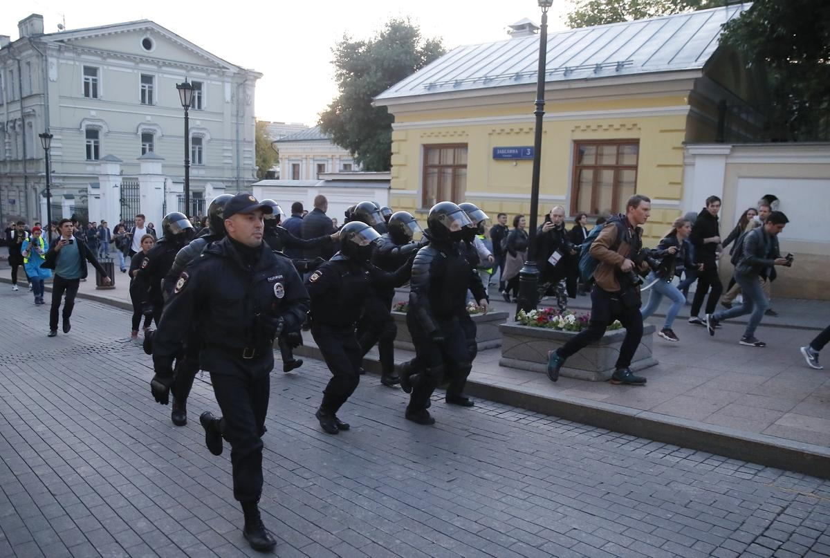 Kremlin says protests in Moscow have not created political crisis