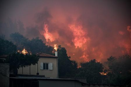 Wildfire rages on Greek island of Evia, smoke reaches Athens