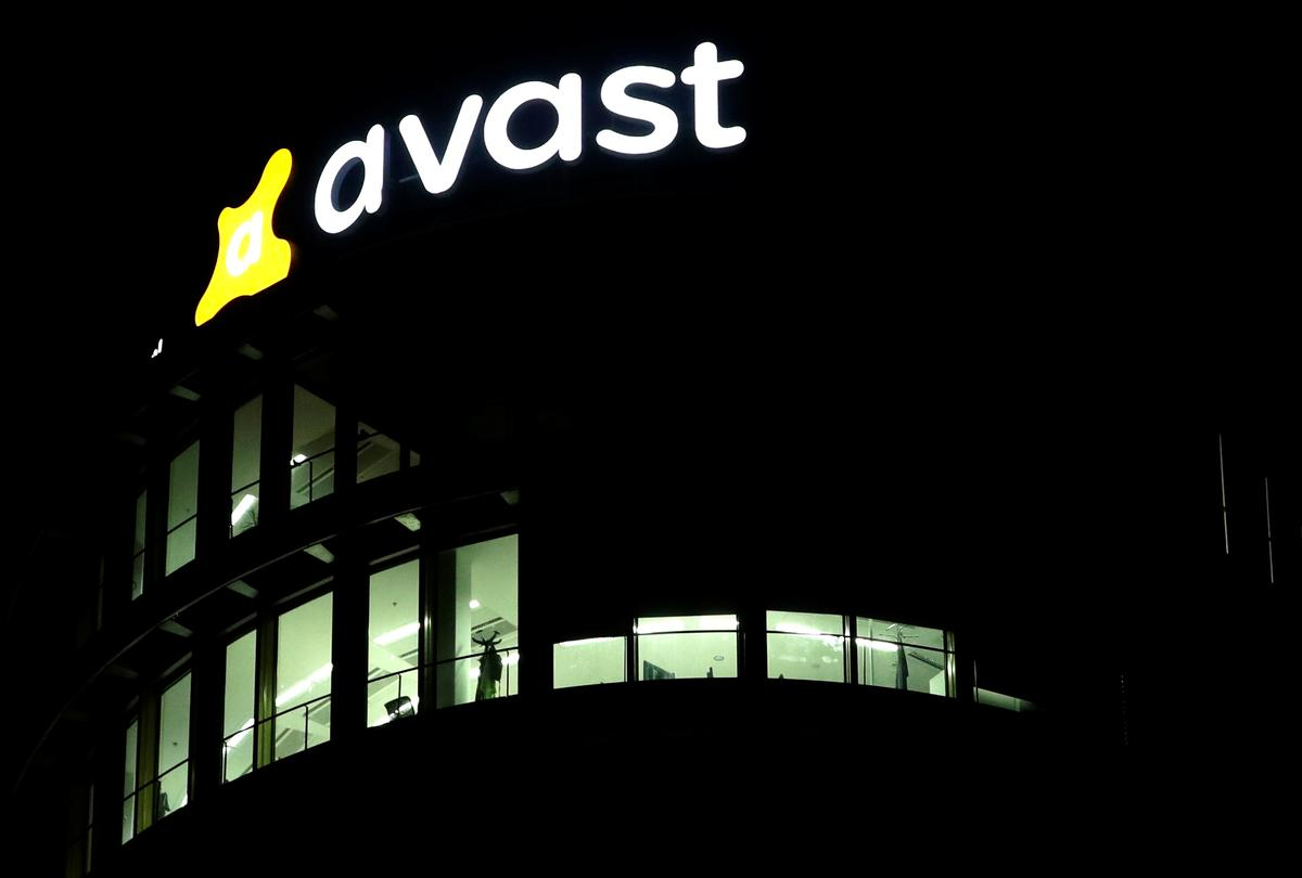 Avast sees strong year after beating first-half forecast