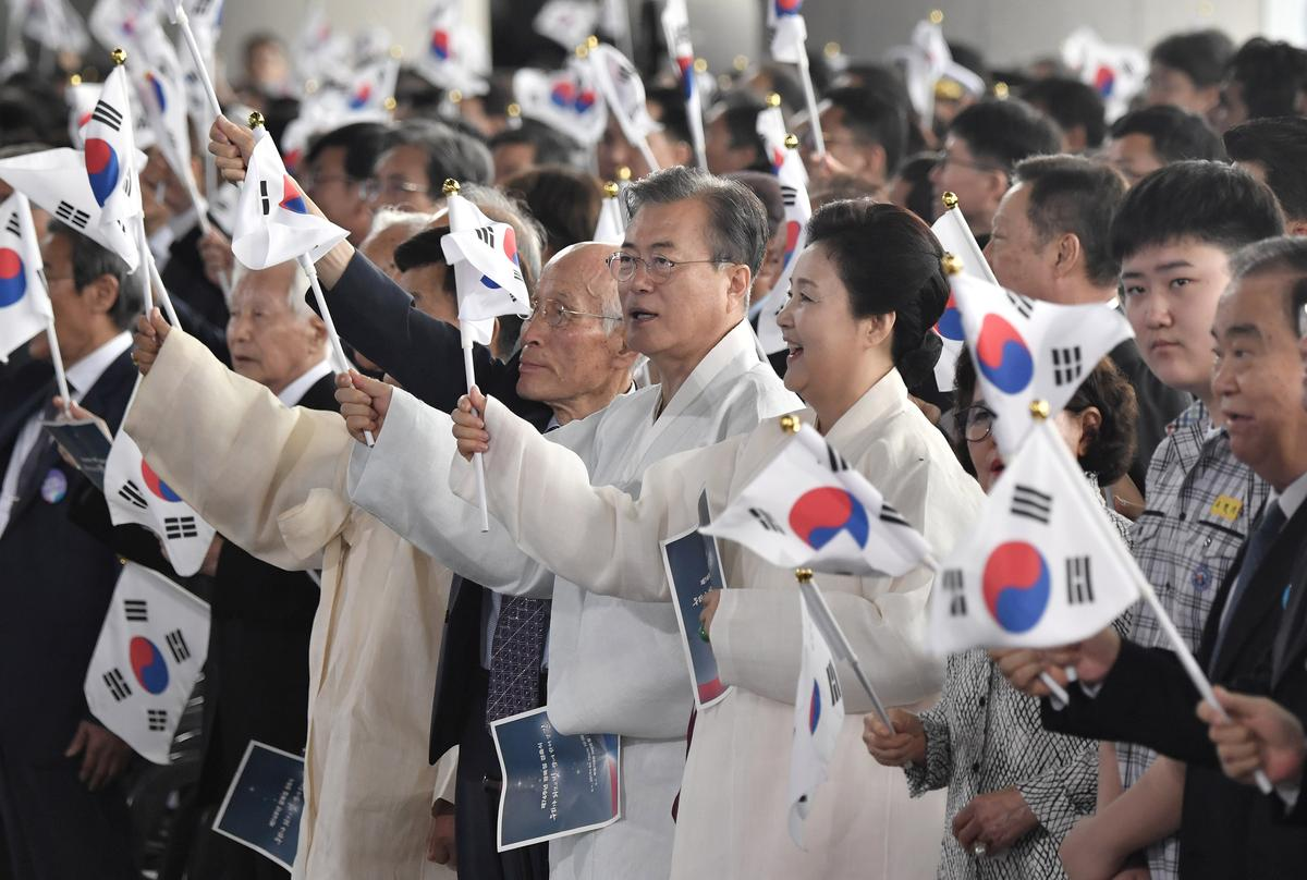 South Korea urges dialogue with Japan on World War Two anniversary