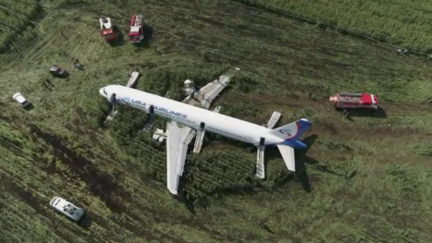 Russian pilots land plane in cornfield, earn Kremlin praise
