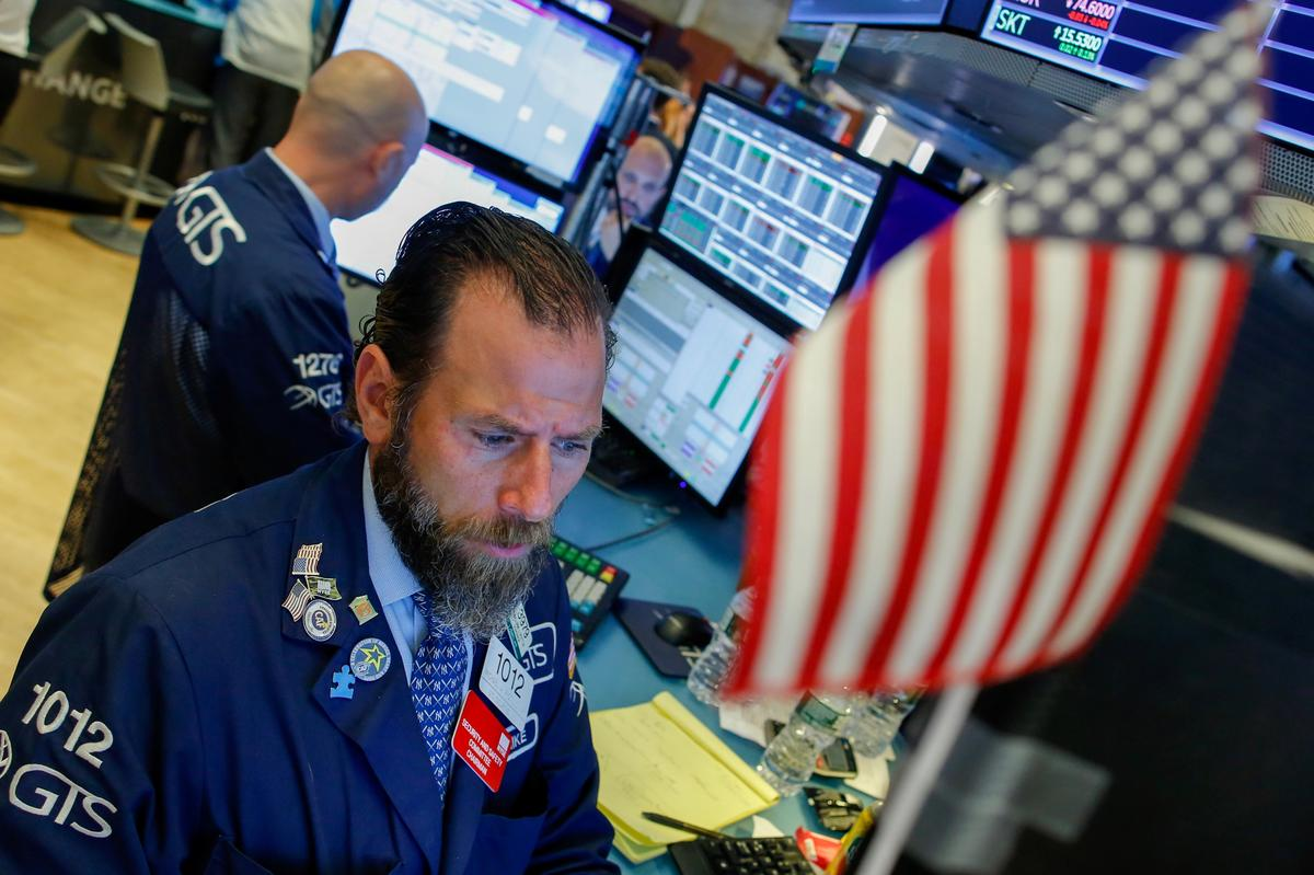 Wall Street struggles for direction as bond yields slide