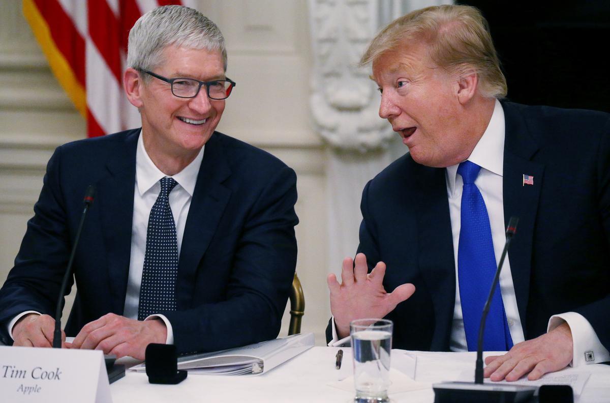 Trump sê hy eet Vrydag saam met Cook, uitvoerende hoof van Apple