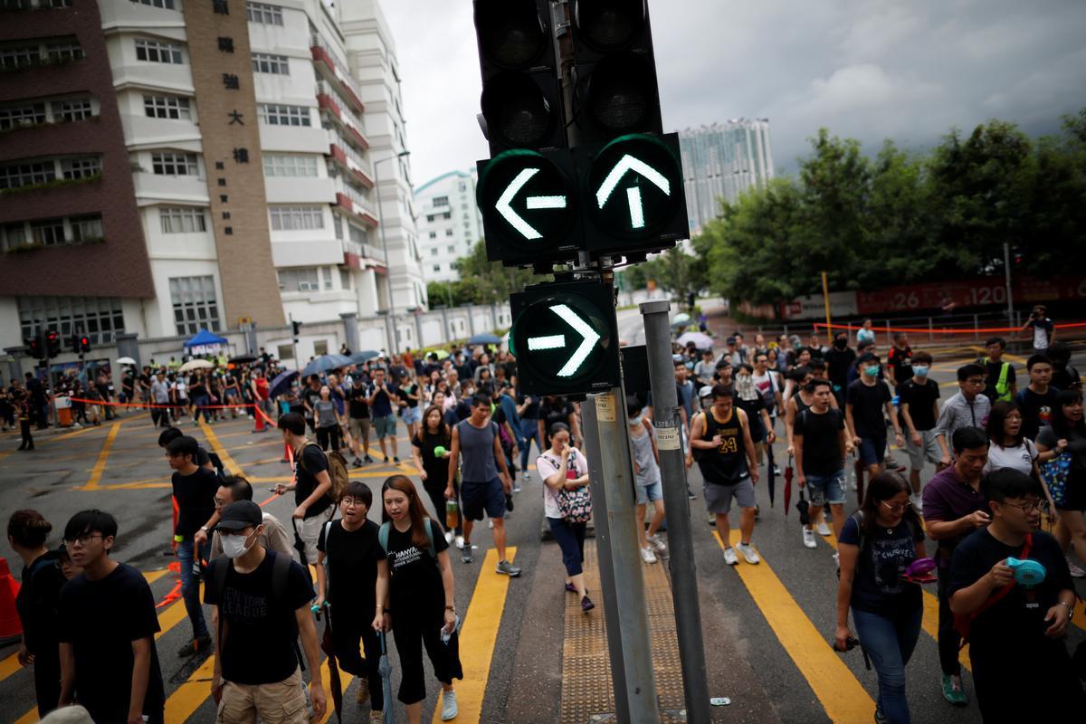 Hongkongers voer teen stormagtige lug teen die regering in