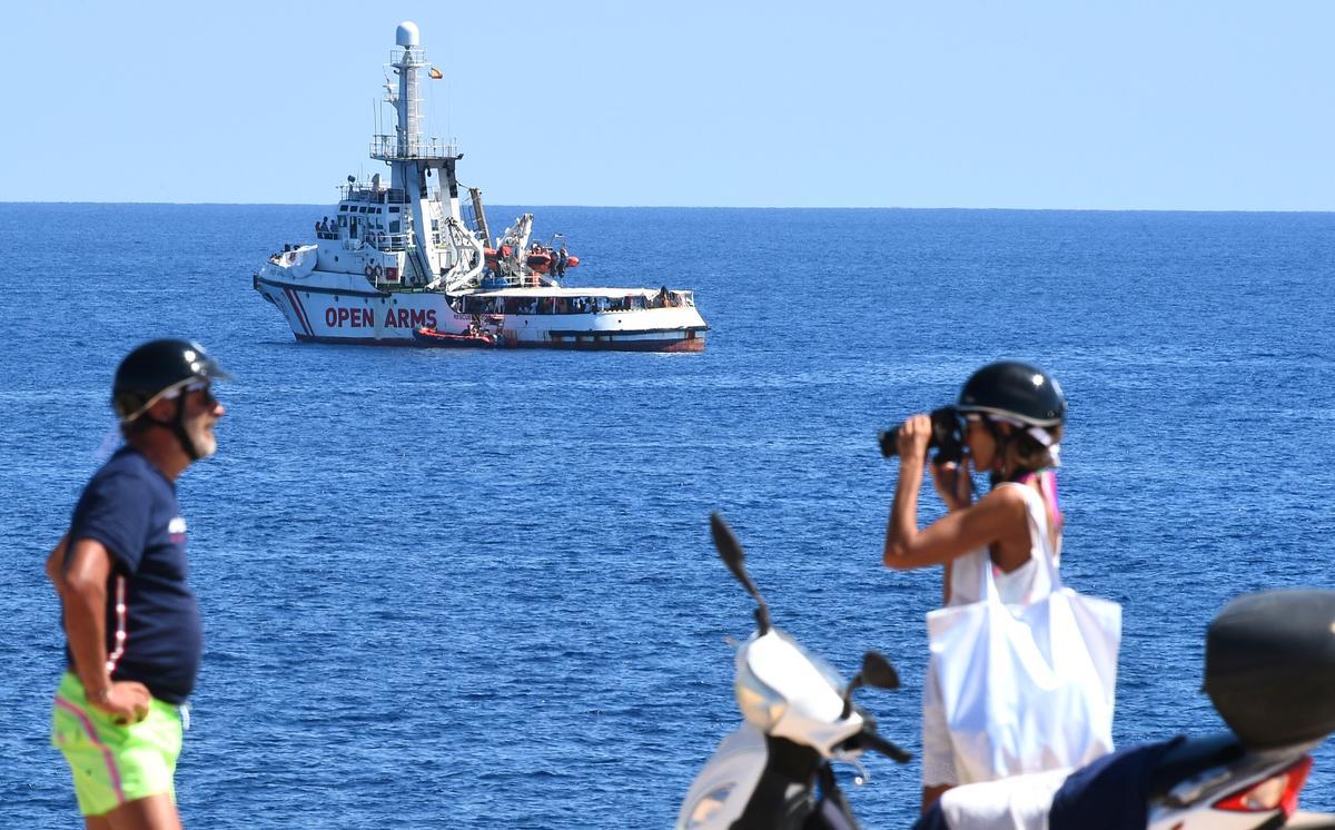 Spanje bied 'n nuwe aanbod aan liefdadigheidsboot met migrante aan boord