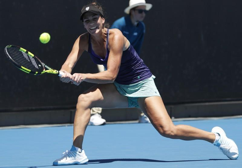 Pera, Cornet advance as thunderstorms rumble in the Bronx