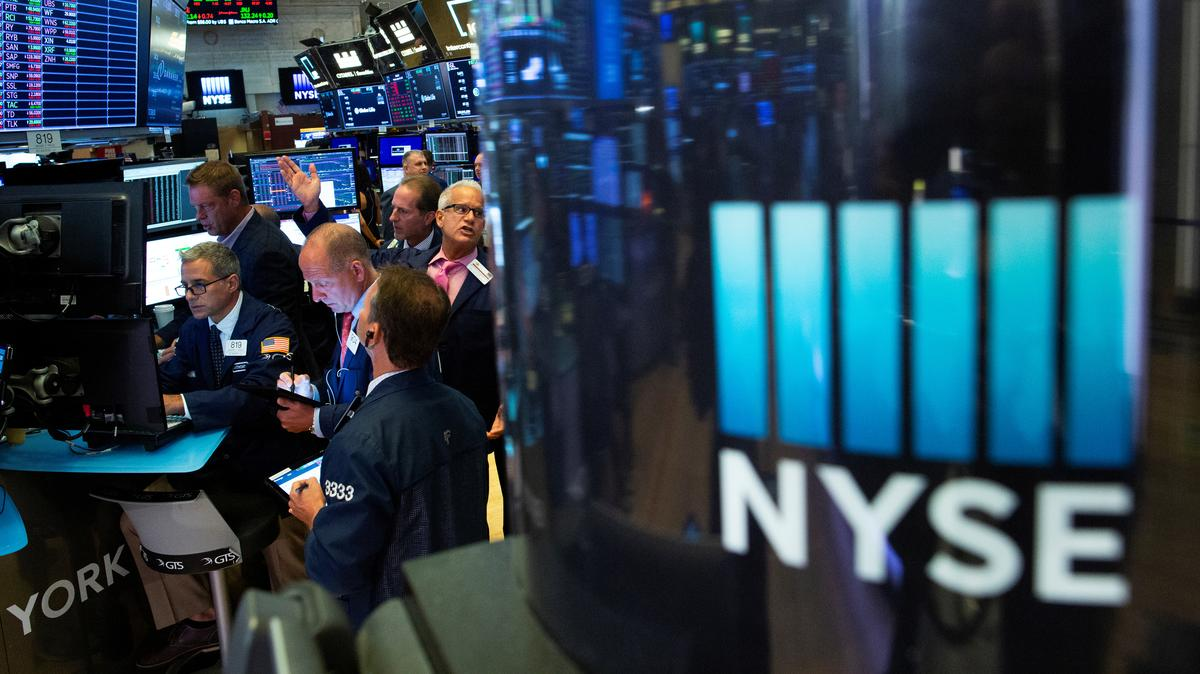 Wall Street gains on optimism over global economy