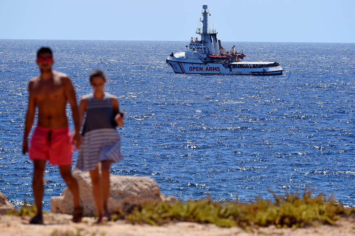 Open Arms stel voor dat Italië migrante van reddingskepe na Spanje neem