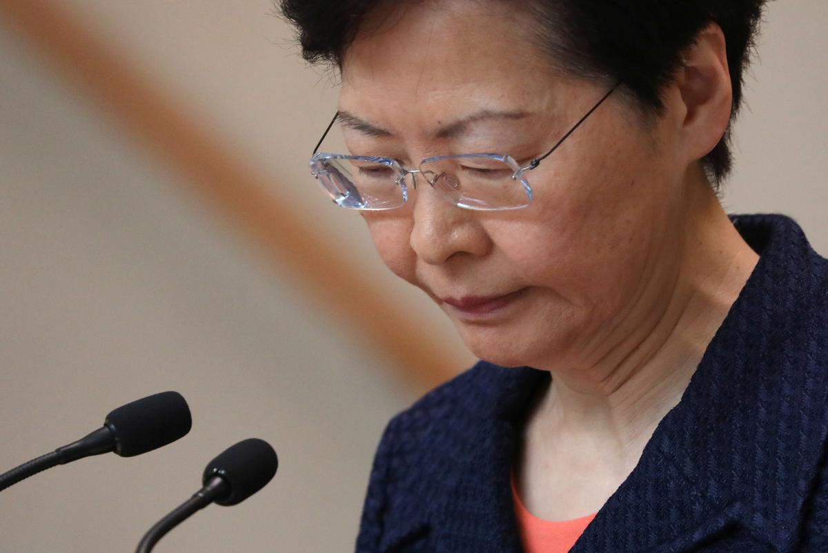 Hongkong-leier sê sy hoop nie-gewelddadige protes plaas die stad op pad na vrede