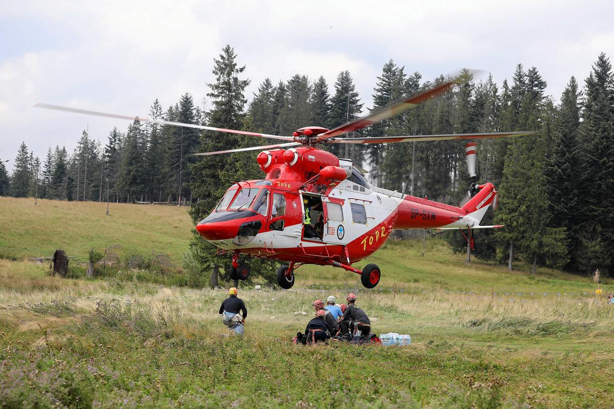 Over two dozen rescuers try to save trapped cavers in Poland