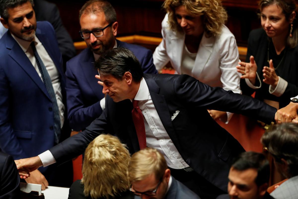 Italië se premier Conte beëindig die debat en gaan na die president se paleis om te bedank