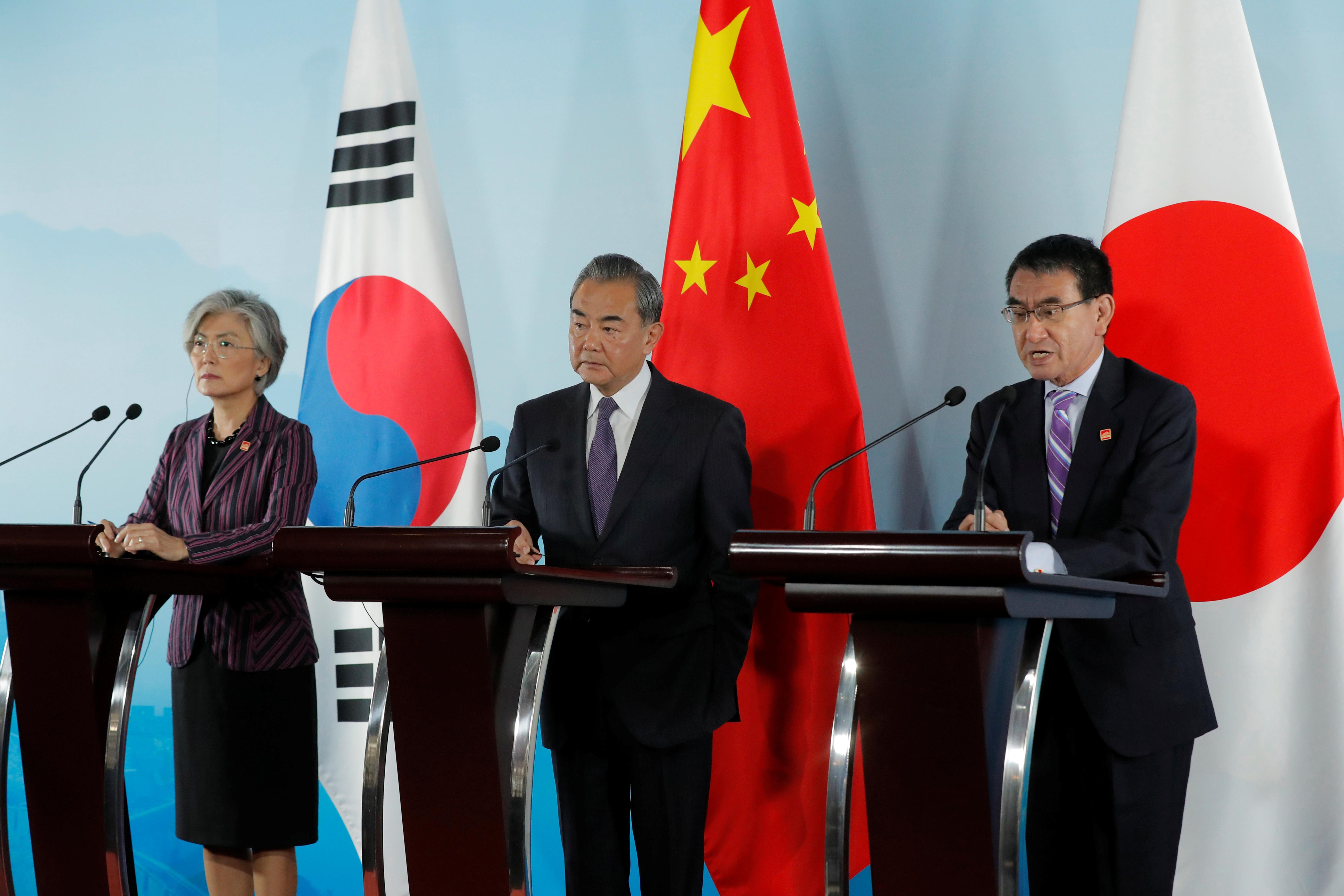 Japan, South Korea agree on need for dialogue to resolve feud on wartime labor