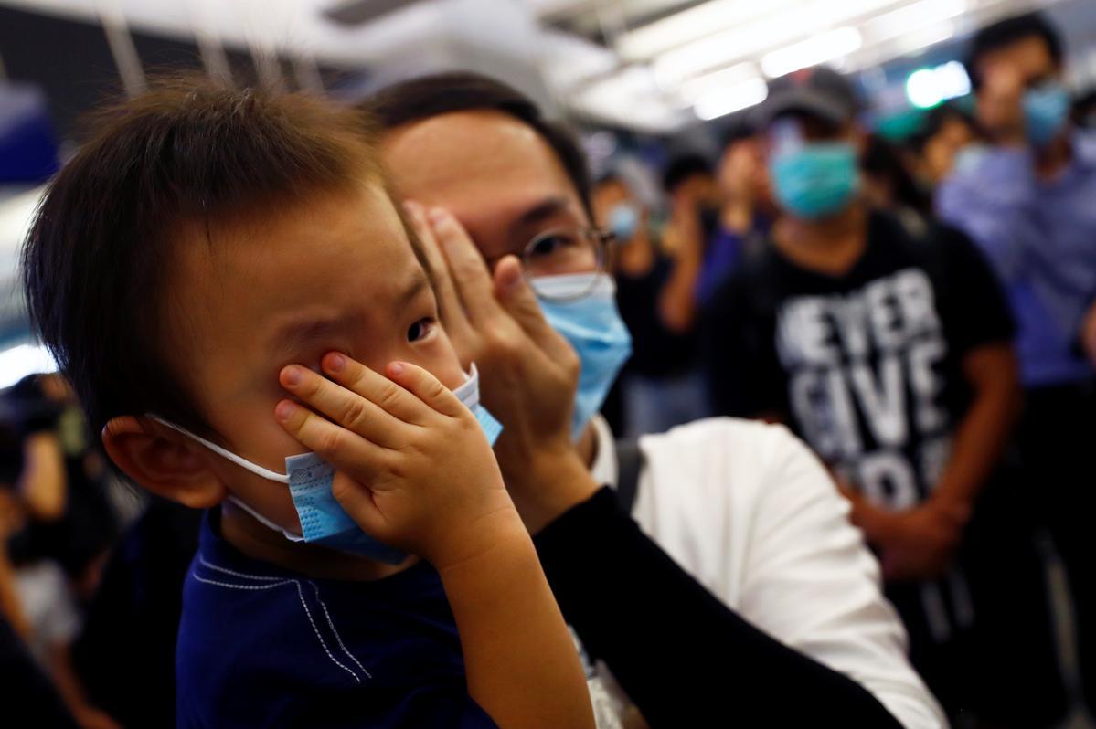 Hong Kong-protes beweeg vreedsaam na die metro-aanval metro