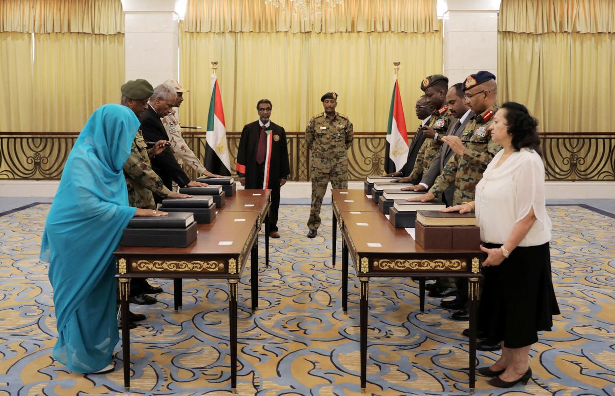 Soedan vorm 'n soewereine raad van 11 lede, onder leiding van militêre leier