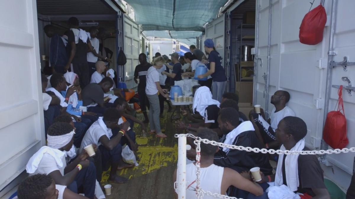 Ocean Viking-reddingsskip wag op toegang tot hawe in die jongste migrantestand