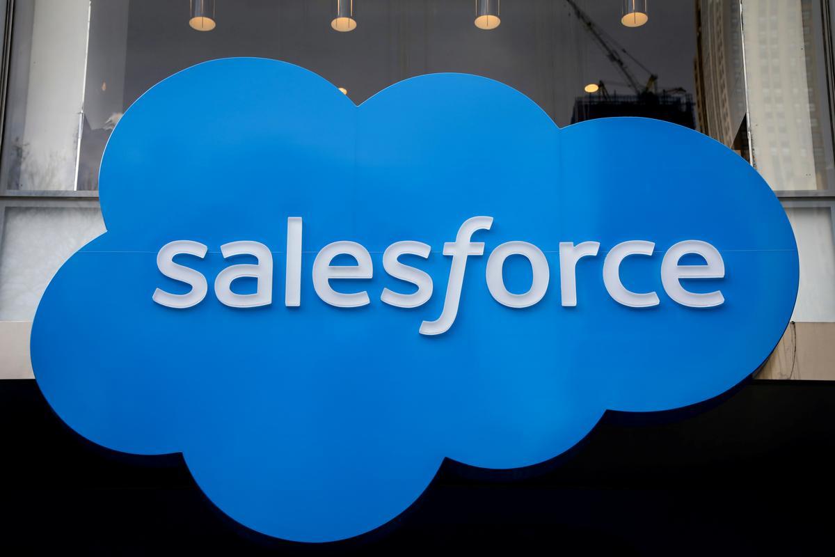 Salesforce sien kwartaalliks hoër as FY-omset; aandele styg 7%