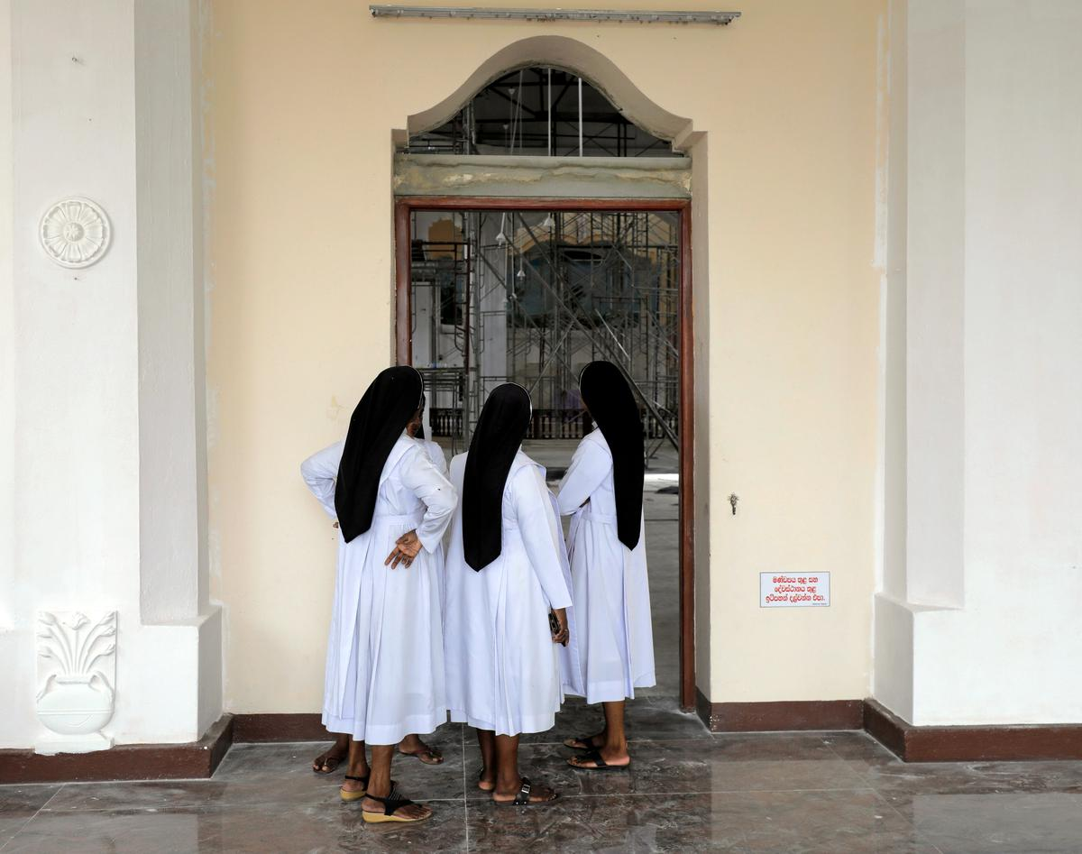 Sri Lanka trek die noodwet wat na die Paasaanvalle ingestel is, terug
