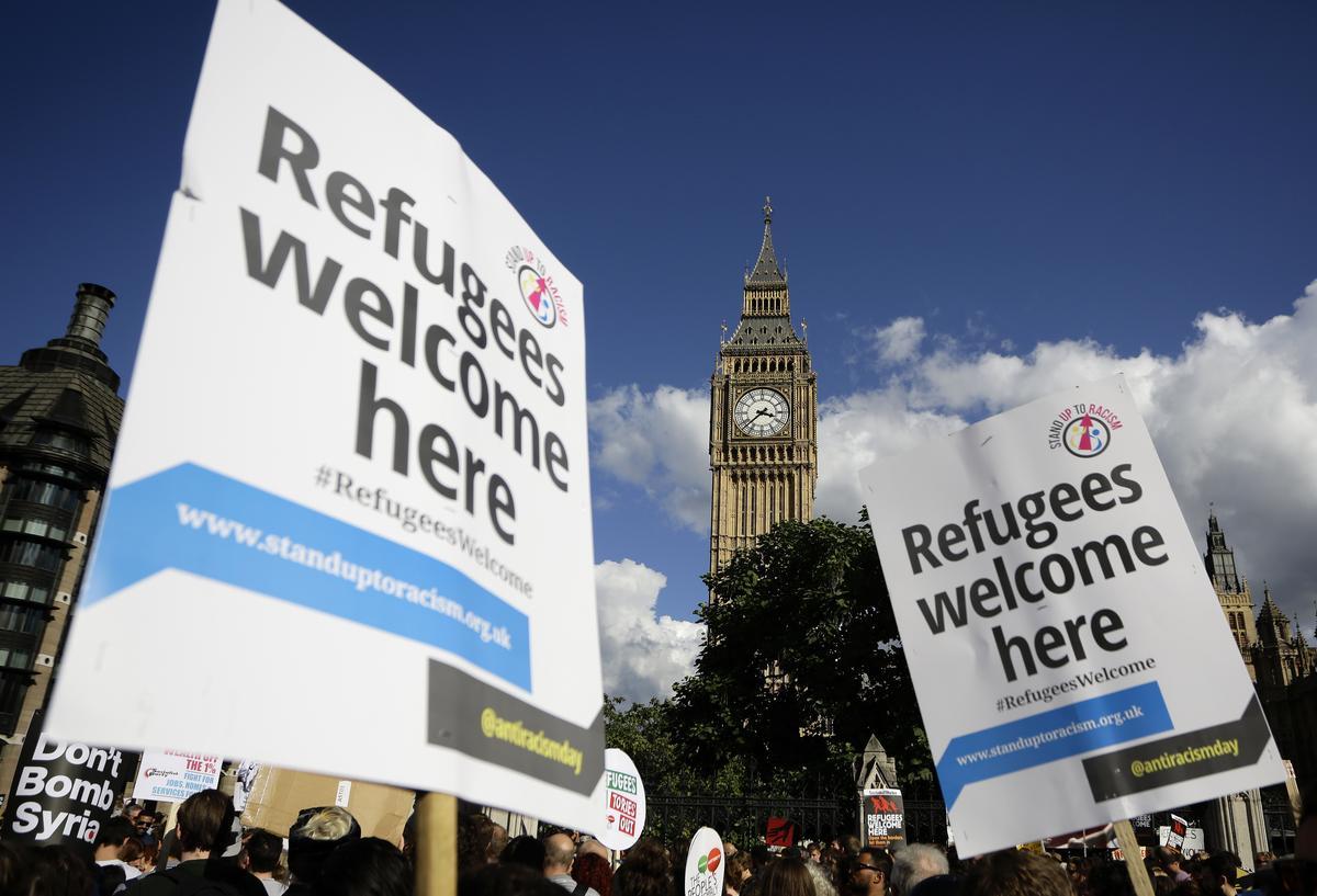 Die Britse premier, Johnson, sê Brittanje sal migrante terugstuur wat onwettig oor kanale gaan