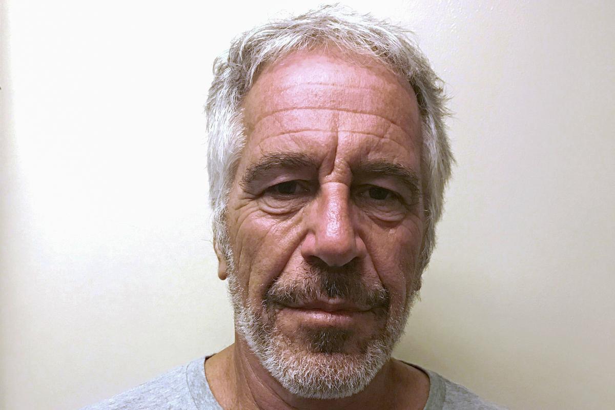 Die aanklaer van Parys ondersoek ondersoek of Epstein in Frankryk misdade gepleeg het