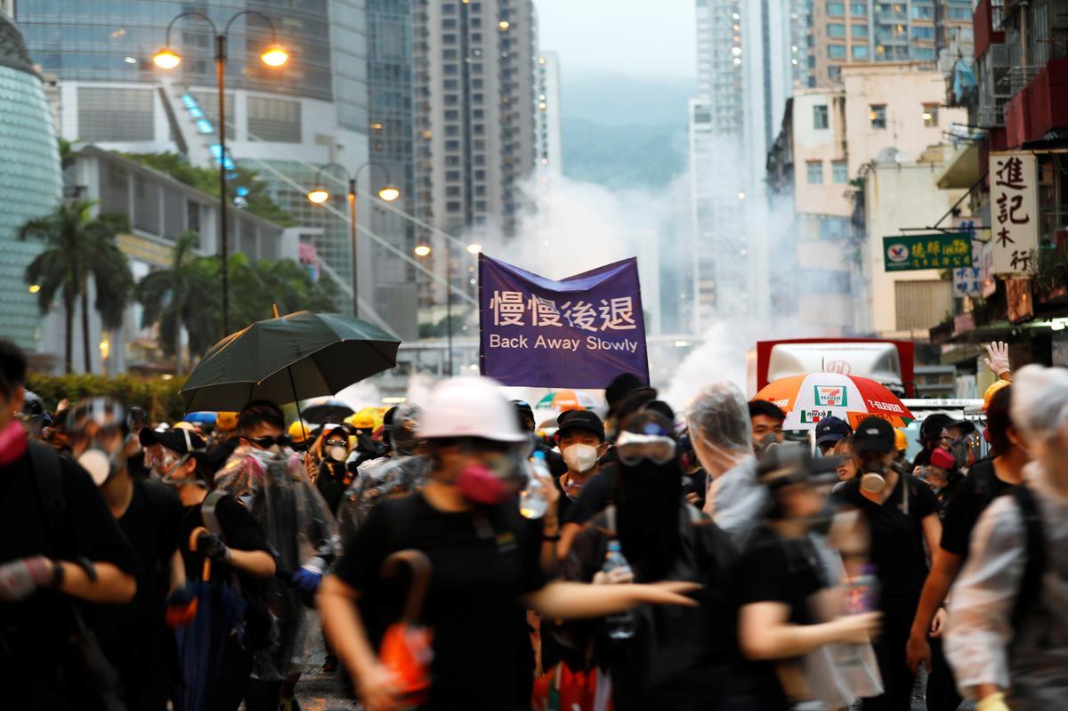 Betogers in Hong Kong rig hul woede op die 'wit terreur' van Cathay Pacific