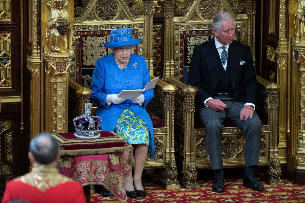 Verduideliker: Wat is 'n toespraak van 'n koningin en waarom het die Britse premier Johnson een daarvan gebel?