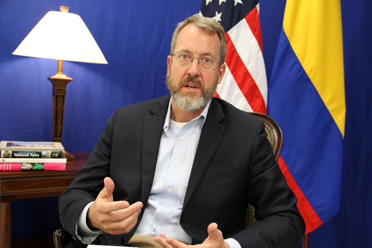 VSA open Venezolaanse diplomatieke kantoor in die naburige Colombia