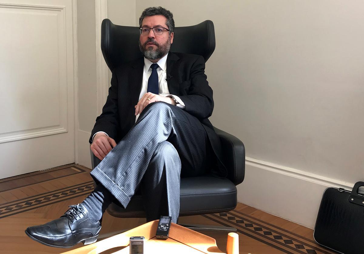 Brasiliane ondersteun Bolsonaro in Macron: die minister