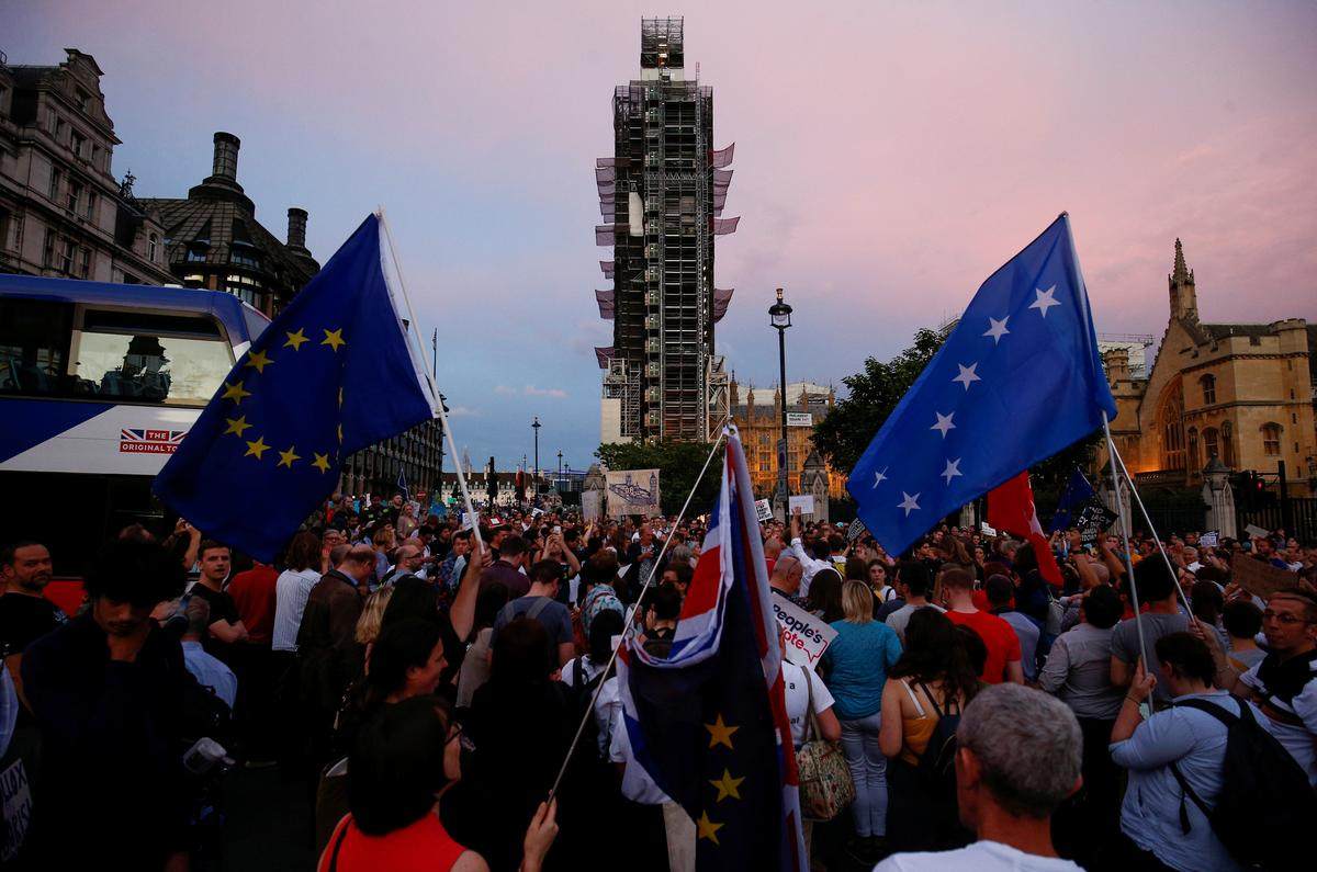 Factbox: Britse regering verstrengel in die hofgevegte oor die skorsing van die parlement