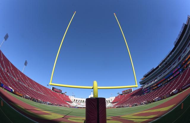 USC drops Fresno in opener, but QB Daniels hurt - Reuters