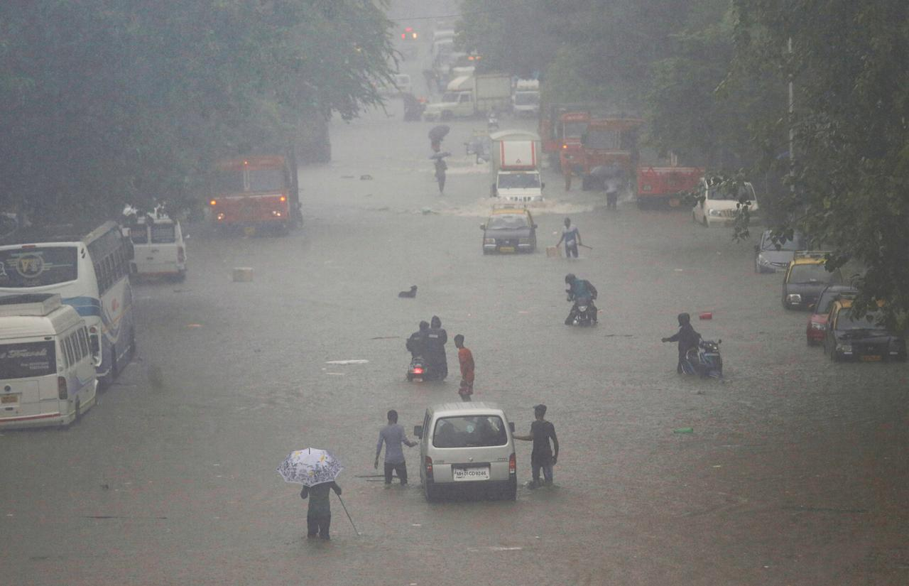 Heavy rains cause commuter chaos in India's financial hub