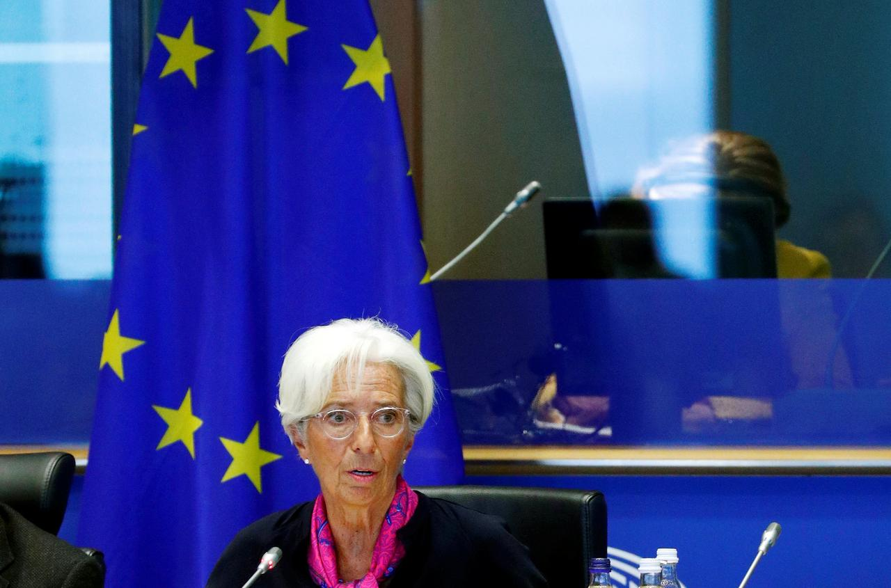 Lagarde open to combining euro zone bonds in a common asset