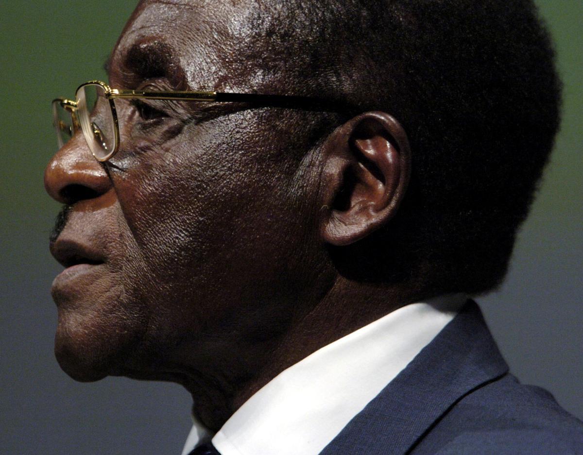 Robert Mugabe: dood van 'n bevrydende 'ikoon' wat sy vyande verpletter het toe Zimbabwe ontrafel het
