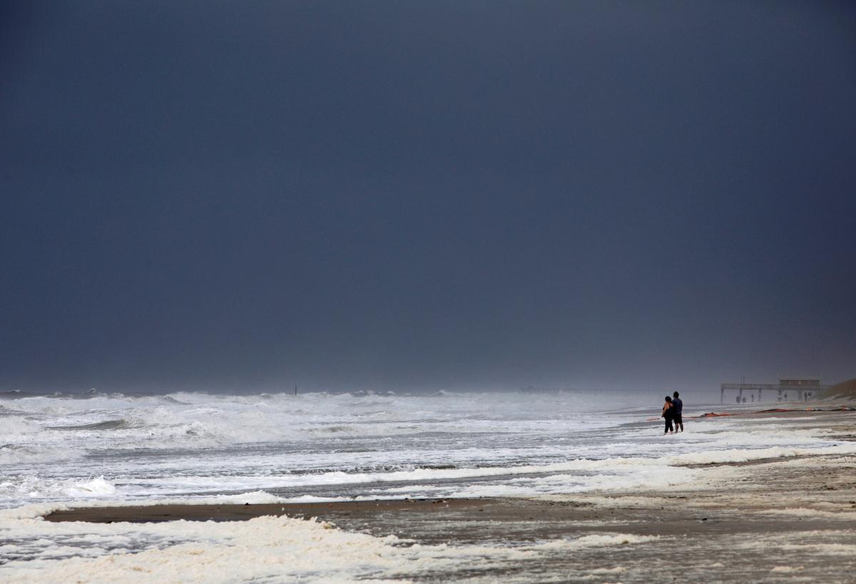 Hurricane Dorian skirts U.S. Carolinas' coast with high winds and drenching rain