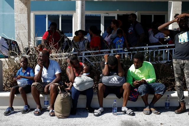 UPDATE 6-Thousands try to flee hurricane-devastated Bahamas