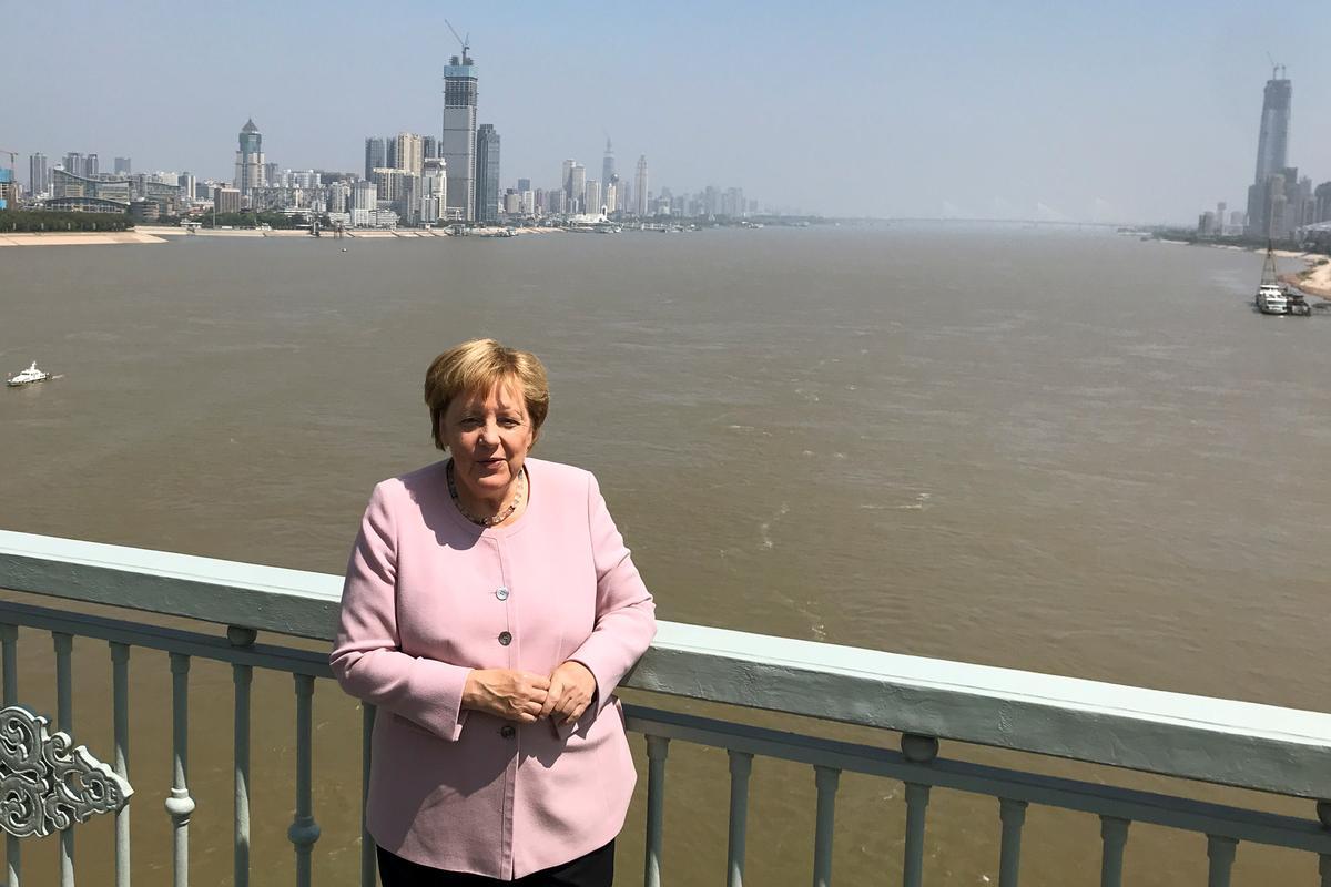 Duitse Merkel-perse eis vir vreedsame resolusie in Hong Kong