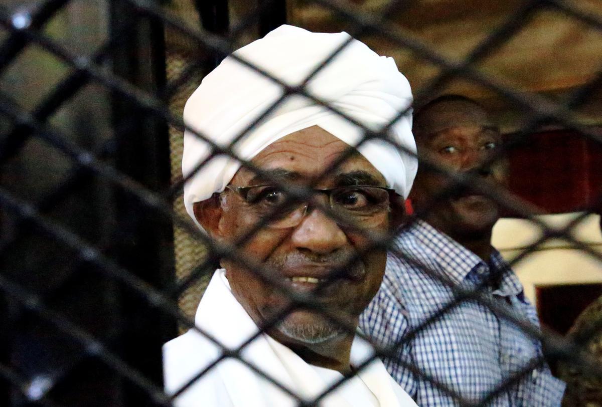 Die Bashir van Soedan het miljoene euro se sleutel tot kamer gehou, hoor die hof