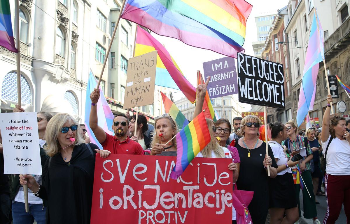 Bosnië marsjeer in die eerste Gay Pride onder streng polisiebeskerming