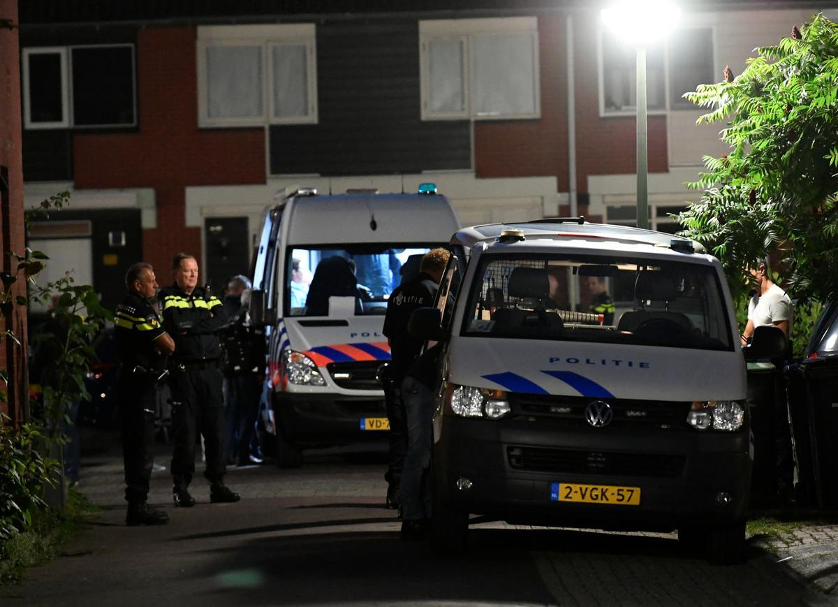 Nederlandse polisiebeampte vermoor kinders, self: polisie