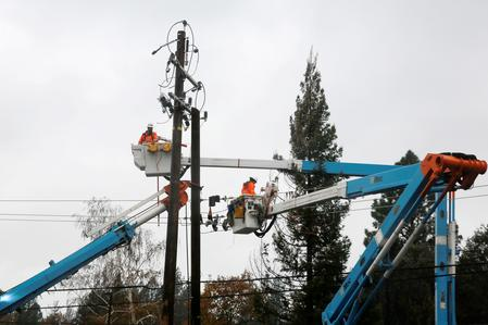 UPDATE 2-PG&E proposes reorganization plan with $17.9 bln for wildfire claims