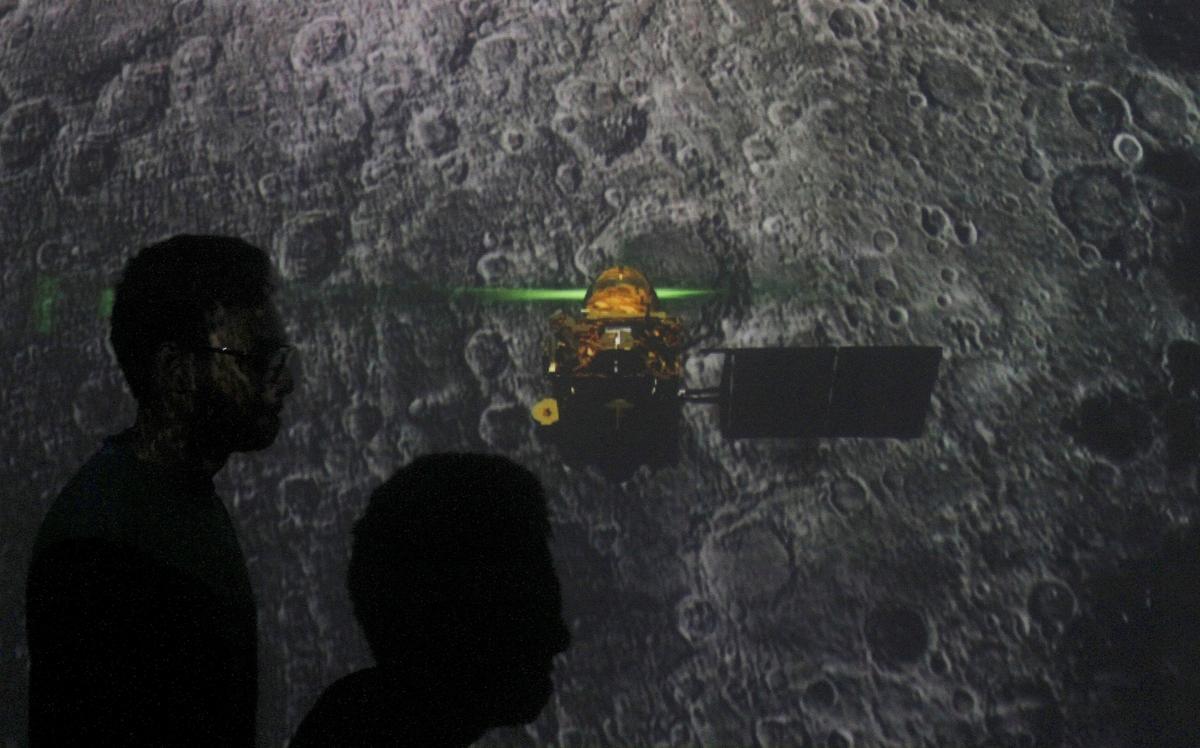 Indië se maanmissie vind landingstuig, nog geen kommunikasie nie