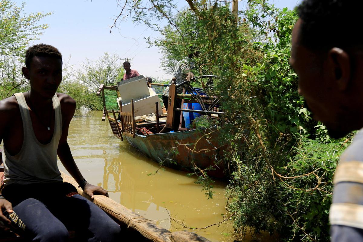 Die grootste oorstromings in Soedan bied die eerste uitdaging vir sy nuwe leier
