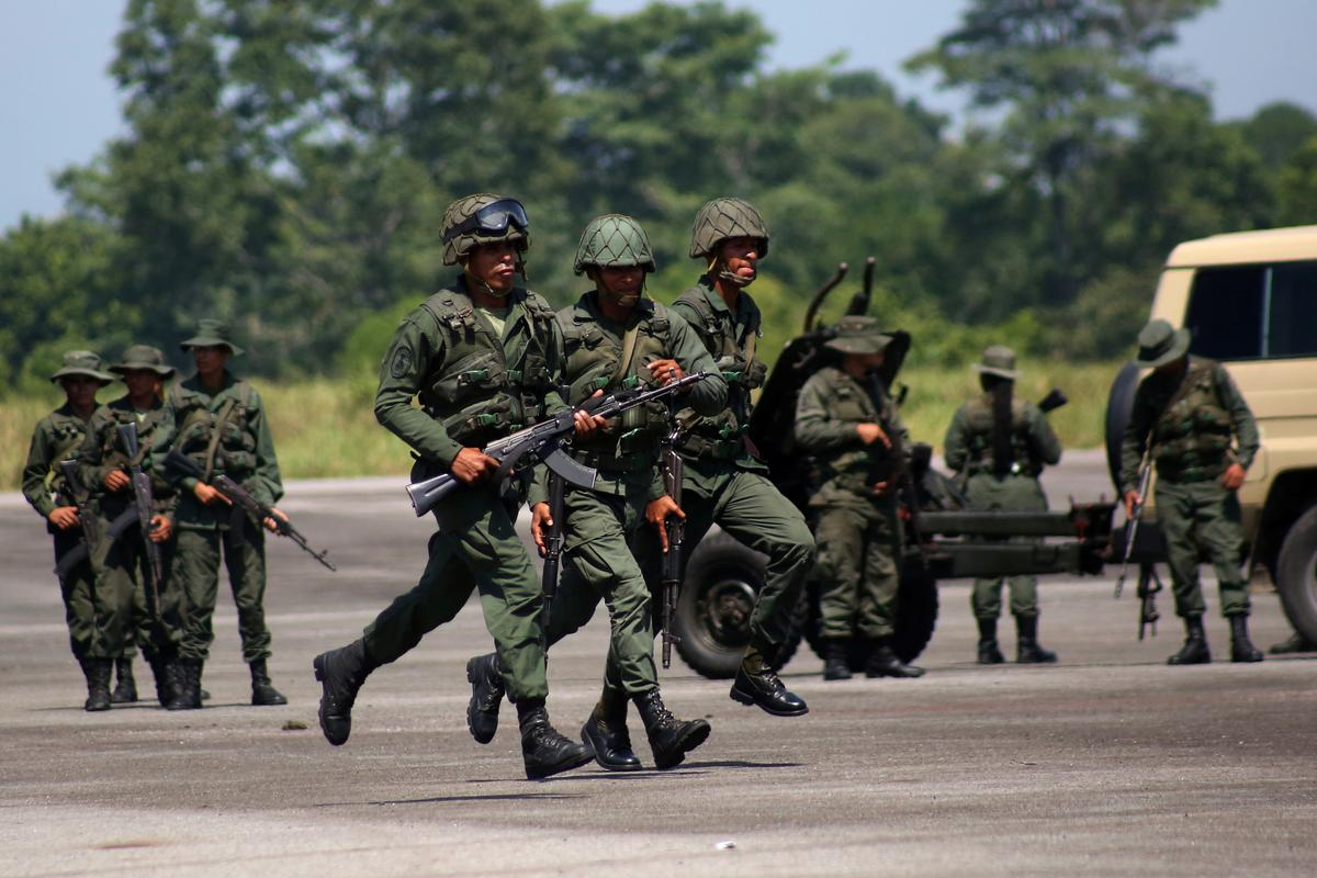 Venezuelan military conducts drills on Colombian border to 'intercept invasion'
