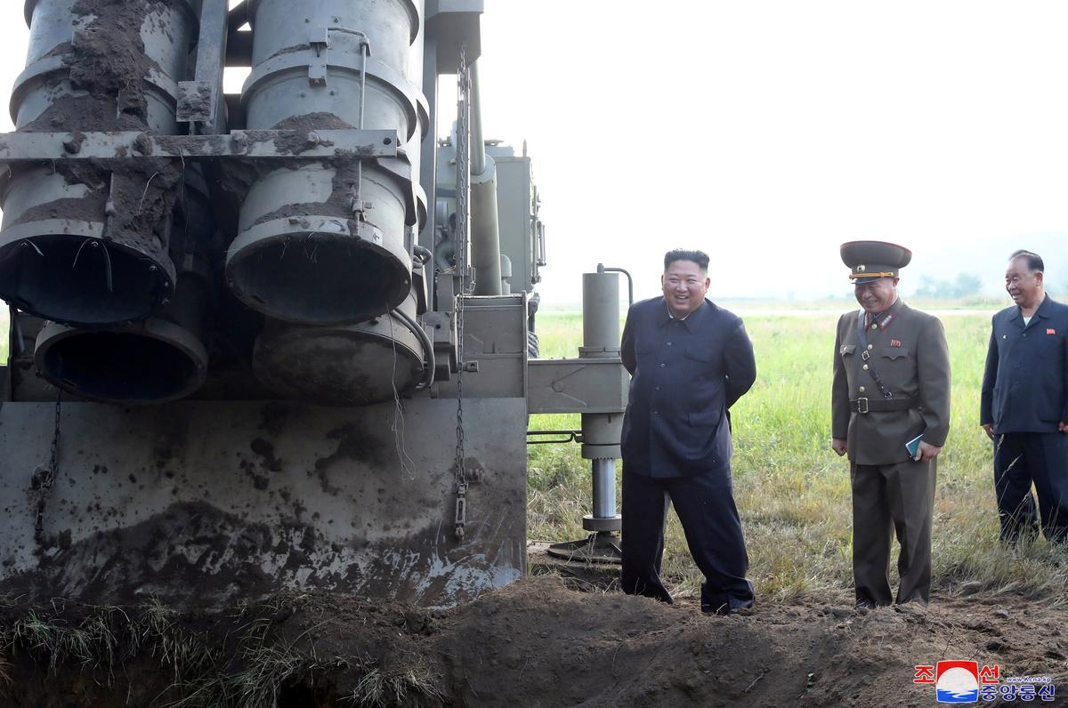 Noord-Korea het Dinsdag super-groot veelvuldige raket-lanseerproef uitgevoer: KCNA