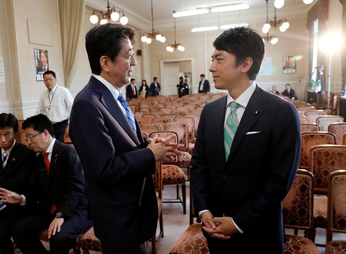 Japannese Abe om die opkomende ster Koizumi in die breë kabinet op te stel: media